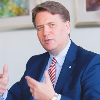 Martin Gräfer, Bankenvertrieb Volker Eisele