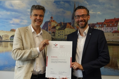 Zertifikat für das audit Beruf und Familie. Dr. Herbert Schneidemann, Alexander Müller-Benz