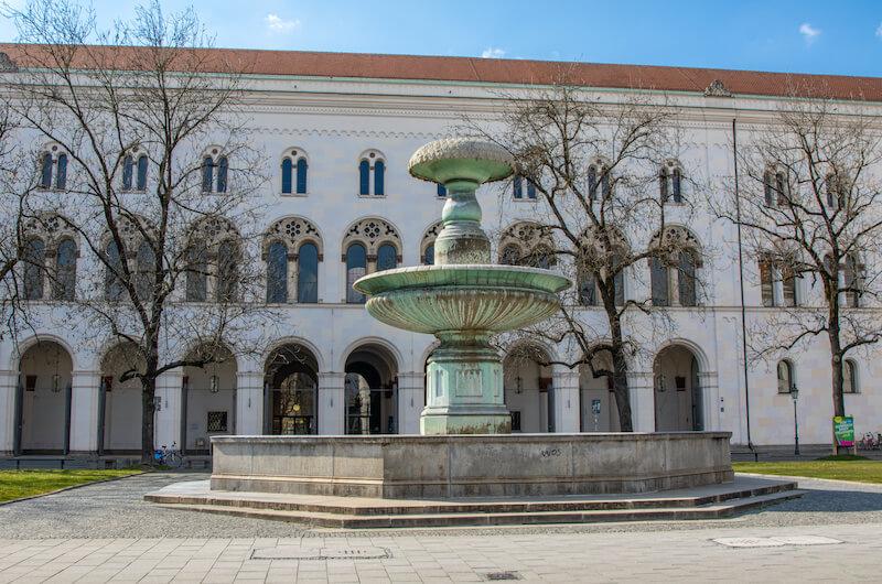 Die Bayerische unterstützt digitale Bildungsinitiative für Makler